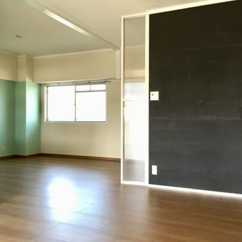 扉はないけど、ちょっとした個室の空間になっています。(※写真は清掃前のものです)