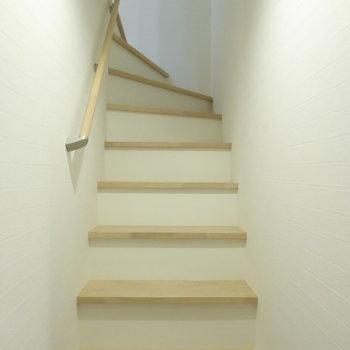 階段はナチュラルカラー