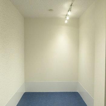 1階の防音室は4帖ほど。気兼ねなく趣味を楽しめます!