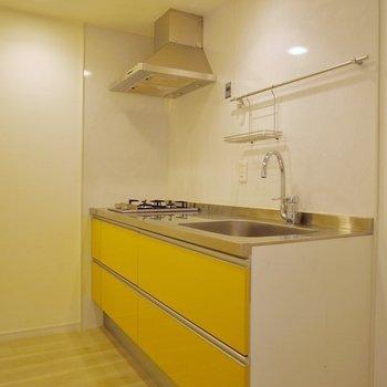 ビタミンカラーのキッチン♪※写真は同タイプの別室