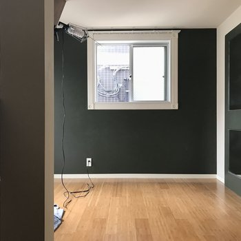 下はコンパクトな寝室に。(※写真は作業中のものです)