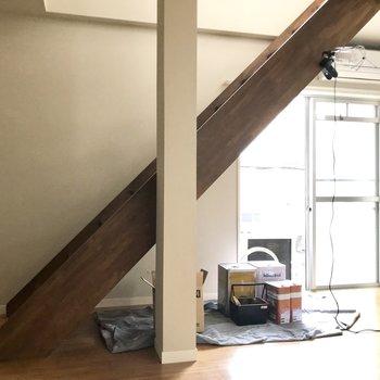 ずっしりとした階段は登りやすいの。(※写真は作業中のものです)