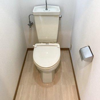 トイレはシンプルに。足元ゆったり。