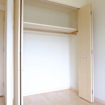 収納は一人暮らしなら十分なサイズ(※写真は6階の反転間取り別部屋のものです)