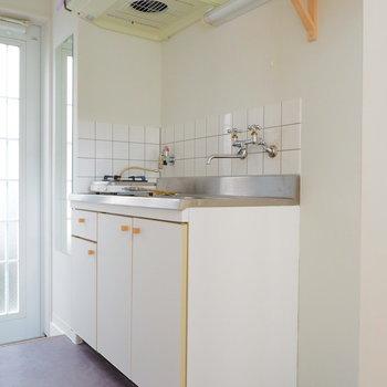 洗濯機置場はキッチンの横に。