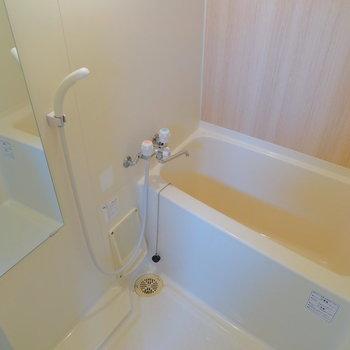 お風呂も清潔感ばっちりです