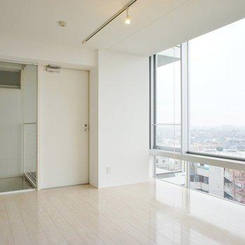 ほんとにおおきい窓だなあ。※写真は6階の同間取り別部屋のものです
