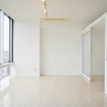 このやわらかい明るさがまたいいなあ。※写真は6階の同間取り別部屋のものです