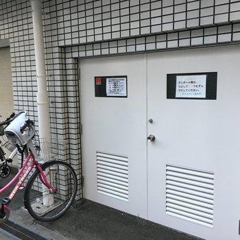 共用部】自転車置き場の横がゴミ捨て場です