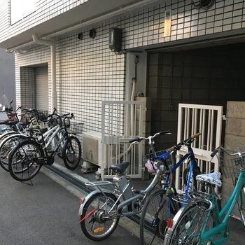 共用部】建物の横に自転車置き場があります