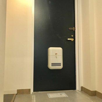玄関は、段差が低く、広いです