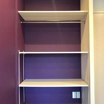 紫をバックに収納。可動式なのがポイント