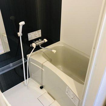 お風呂はちょうどいいサイズ。