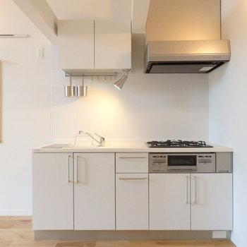 キッチンは壁付けなので、家具の配置がしやすく◎