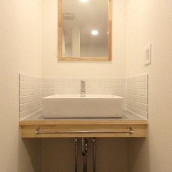 造作の洗面台もおしゃれです!