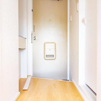 玄関には靴箱ありません。※写真は3階の反転間取り別部屋のものです