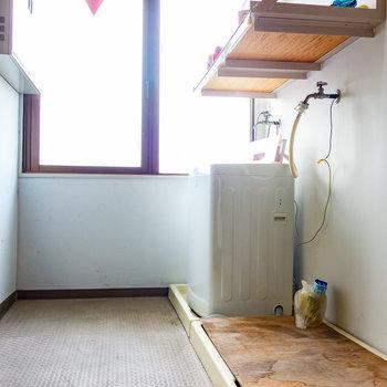 共用の洗濯機があります。