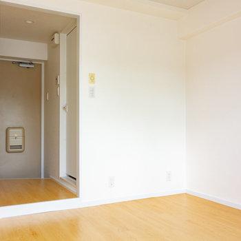 この先にすすんで、※写真は3階の反転間取り別部屋のものです