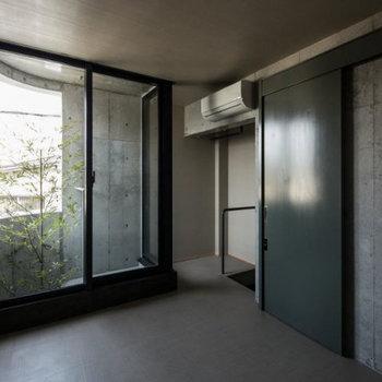 かっこいいなぁ。※写真は2階の似た間取り別部屋のものです