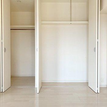 5.8帖の洋室のクローゼットは大容量◎(※写真は12階の反転間取り別部屋のものです)
