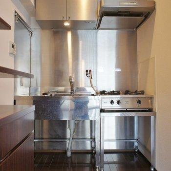 ピシッとしたキッチン。