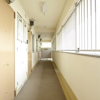 共用廊下は少しレトロ雰囲気(※写真は前回募集時のものです)