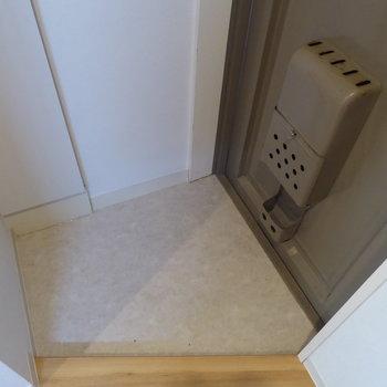 玄関はコンパクト(※写真は前回募集時のものです)