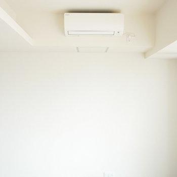 上部には間接照明があります(※写真は9階の同間取り別部屋のものです)