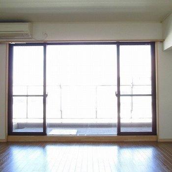 何と言っても窓が大きい!!※写真は別部屋