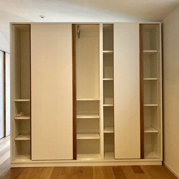 左右どちらもふすまタイプ。容量ありますよ。※写真は3階の反転間取り別部屋のものです