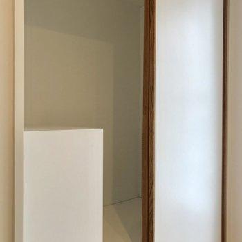 【南側スペース】こちらは奥行きが◎※写真は3階の反転間取り別部屋のものです