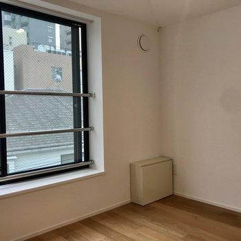 【南側スペース】こちらは寝室に。※写真は3階の反転間取り別部屋のものです