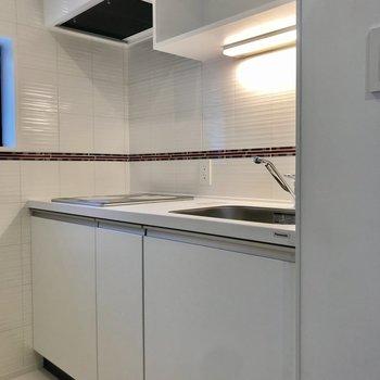 キッチンスペース。窓もついていて換気◎※写真は3階の反転間取り別部屋のものです