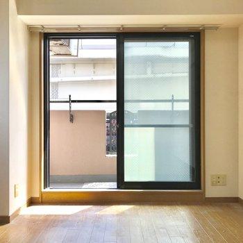 コンパクトな洋室です。※写真は3階の同間取り別部屋のものです