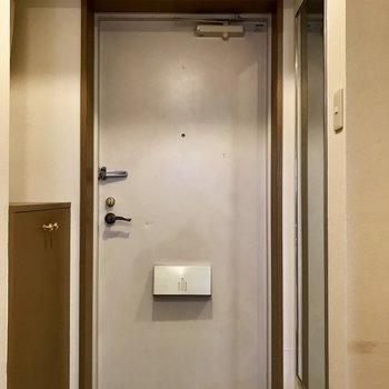 右側は姿見※写真は3階の同間取り別部屋のものです