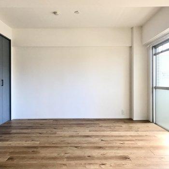 くすみブルーの扉がお気に入り!奥がベッドスペースかな(※写真は清掃前のものです)