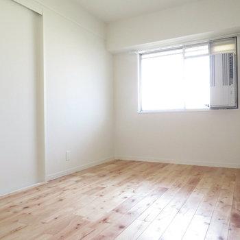 寝室もきっちり無垢床です