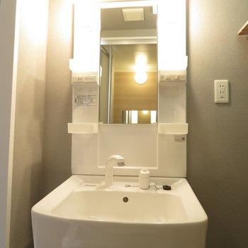機能的な洗面台です