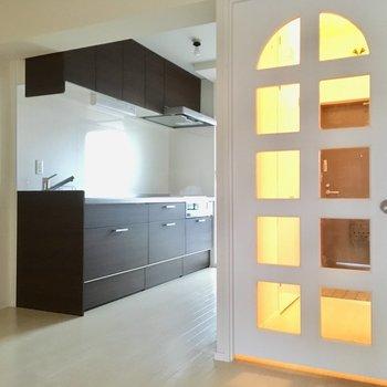 アーチ状のドアが可愛い♡フルリノベの全貌をご覧あれ!