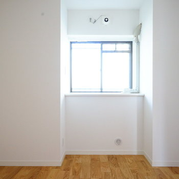 4帖の寝室は落ち着いたお部屋に!※写真は似た間取りの305号室