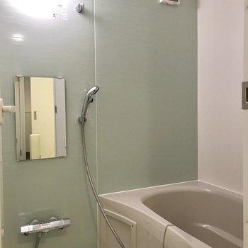 棚は小さめなので、必要な方は別途ラックを置きましょう。※写真は3階の同間取り別部屋のものです