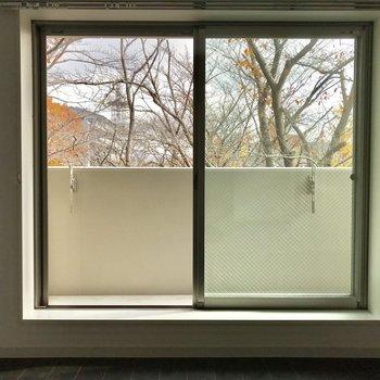 窓は広々、風通しがいいのもポイント!※写真は3階の同間取り別部屋のものです
