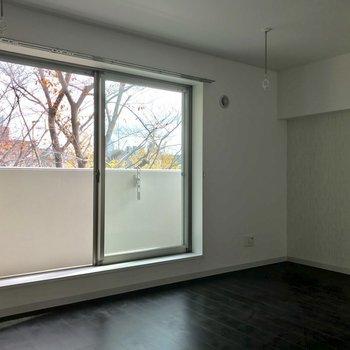 家具を置いてもまだまだゆとりある、12帖の強みです※照明未設置での撮影です※写真は3階の同間取り別部屋のものです