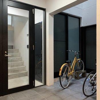 自転車置き場は1階オートロック内にあります。