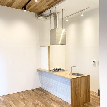 内装と統一感のあるキッチンです。