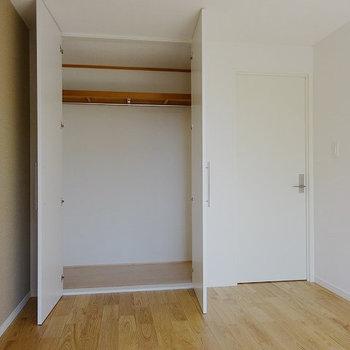 【イメージ】寝室の中くらい収納と