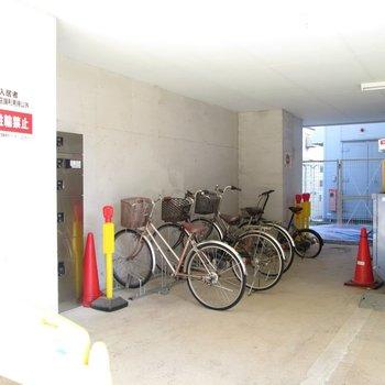 自転車置場も。
