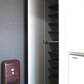 シューズボックスはたくさん入りそう。※写真は6階の反転間取り別部屋、モデルルームのものです