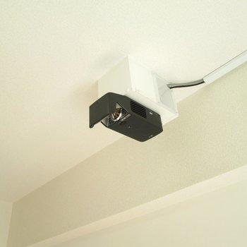 さらに、プロジェクターで迫力ある映像も◎※写真は6階の反転間取り別部屋、モデルルームのものです