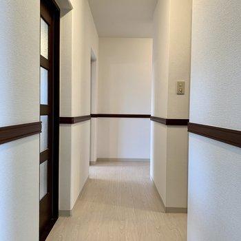 廊下に行きましょ〜※写真は3階の同間取り別部屋のものです
